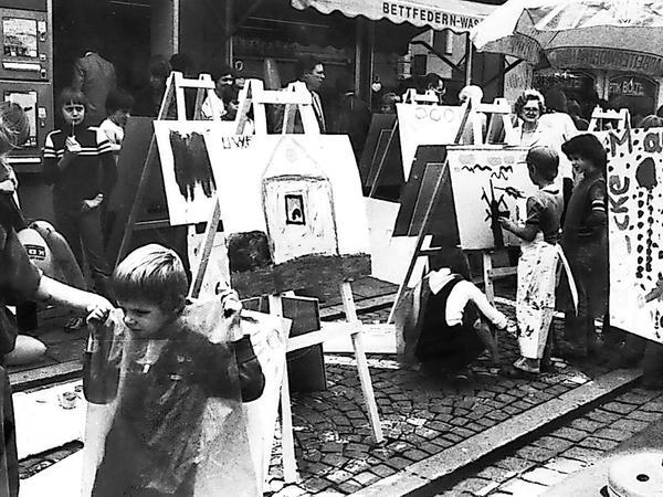 Zweite und letzte FOKUS-Kunstkerwa 1980, dieses Mal in der Hauptstraße und mit Unterstützung der Forchheimer Werbegemeinschaft.