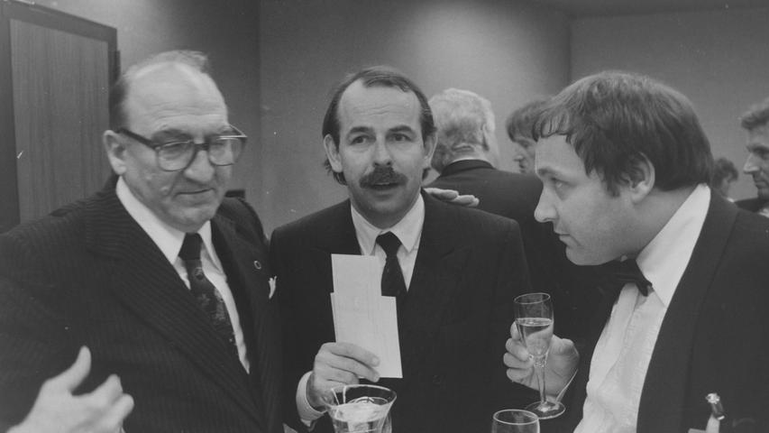 Dr. Walter Wagner (r.) in frühen Jahren zusammen mit dem Box-Promotor Wilfried Sauerland (M.).