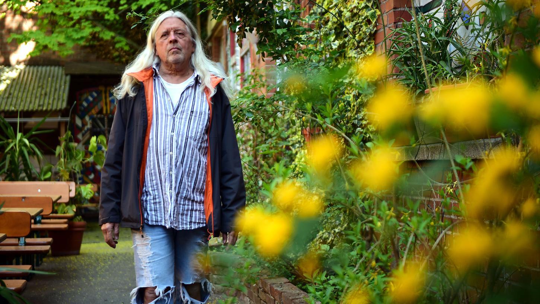 Udo Martin, 1957 in Fürth geboren, machte in Nürnberg bei den Vereinigten Deutschen Metallwerken eine Ausbildung zum Industriekaufmann. Selbstständig machte er sich mit einer Elektronikfirma, nach deren Verkauf übernahm er 2007 die Leitung der Kofferfabrik. Zuvor war dort bereits mehrfach als Erzähler und Schauspieler aufgetreten.