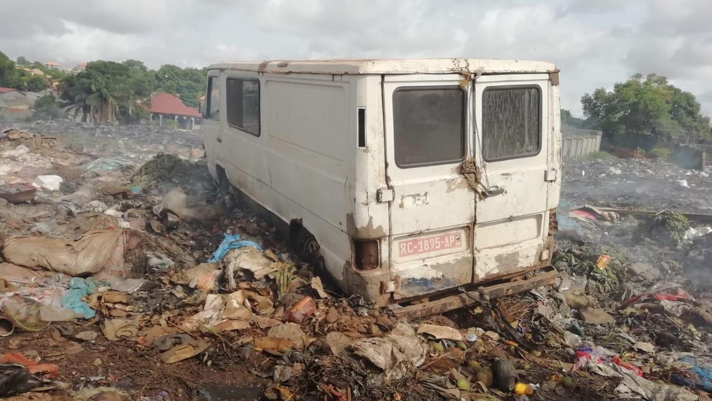 Müll soweit das Auge reicht, beißender Qualm: Diese Situation soll sich ändern. Deshalb errichtet der Verein EuroGuinée mit einheimischen Partnern einen Recyclinghof in Coyha, einem Stadtteil von Conakry.