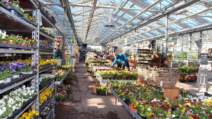 OBI Baumarkt Forchheim; Am Montag, 1. März, dürfen Baumärkte und Gärtenmärkte nach der corona-bedingten Schließung wieder öffnen. Hier herrscht normaler Betrieb. Foto von: Jana Schneeberg; Datum: 01032021