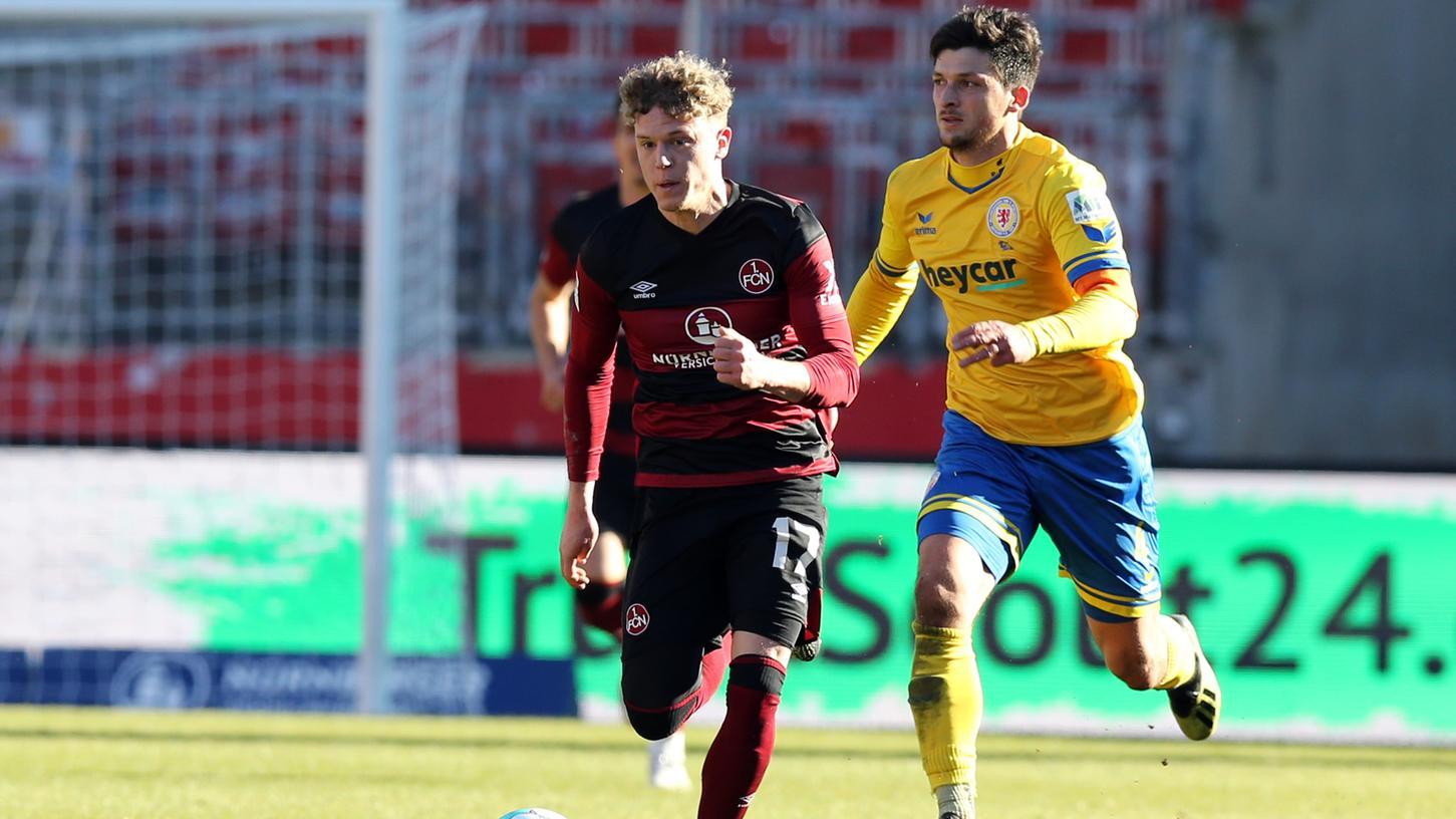 Gegen Braunschweig noch am Ball, künftig außer Gefecht gesetzt: Robin Hack muss pausieren.