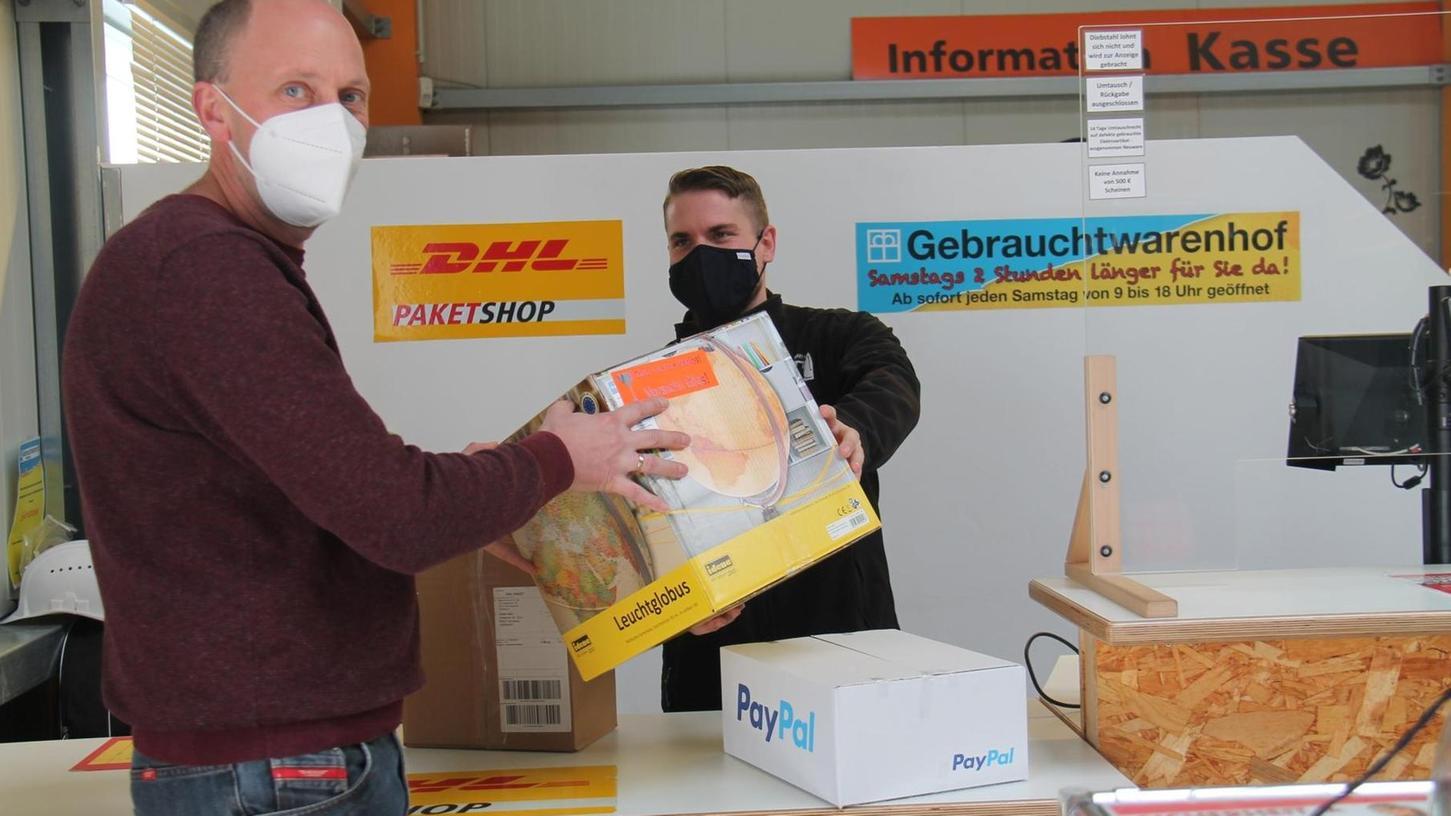 Um die Mitarbeiter weiter zu beschäftigen und zu qualifizieren, bietet das Wertstoffzentrum sein Sortiment jetzt auch via Online-Shop an. Prima ins Konzept passte obendrein, am Veitsbronner Standort eine Partnerfiliale der Deutschen Post einzurichten.