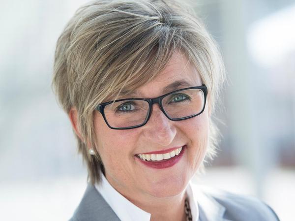 """Im Vergleich zu anderen Verbandsfunktionären hat Simone Fleischmann (50) einen großen Vorteil: Sie ist, wie sie selbst sagt, """"parteifrei"""" und unabhängig. """"Ich muss niemandem das Wort reden"""", sagt Fleischmann. Sie ist seit 2015 Vorsitzende des Bayerischen Lehrerinnen- und Lehrerverbands (BLLV) und war davor u.a. Schulleiterin."""