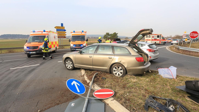 Zwei Personen wurden bei einem Unfall zwischen Baiersdorf und Kersbach verletzt.