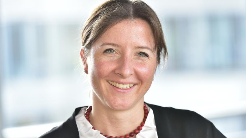 Die 1978geborene Weigelstartete 2019 als Mitglied des Vorstands und Arbeitsdirektorin bei der N-Ergie. Sie ist dort unter anderem für Personal- und Sozialfragen verantwortlich. Bereits seit 2013 war sie stellvertretende Personalleiterin bei der N-Ergie und seit 2018 in der gleichen Funktion zusätzlich bei den Städtischen Werken Nürnberg sowie bei der VAG Verkehrs-Aktiengesellschaft tätig.