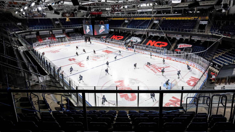 Eishockey in einer menschenleeren Arena, in der man nur das Kufenkratzen hört: So sieht die Realität auch im März 2021 aus.
