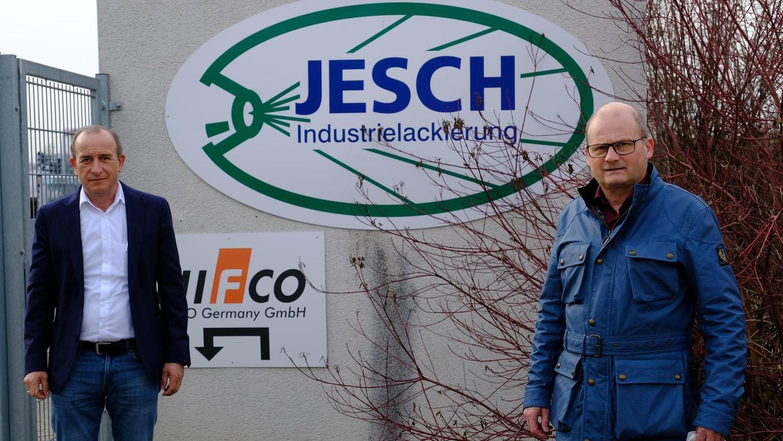Planen ein neues Werk in Weißenburg: Klaus Jesch (links), Geschäftsführer von Jesch Industrielackierungen, und Franz Eckerle, Chef der Eckerle Unternehmensgruppe aus Beilngries, zu der die Firma Jesch seit 2018 gehört.