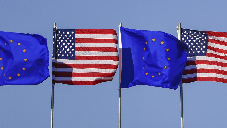 Als Symbol für einen Neustart in den transatlantischen Beziehungen verzichten die EU und die USA vorerst auf die Erhebung von Strafzöllen.