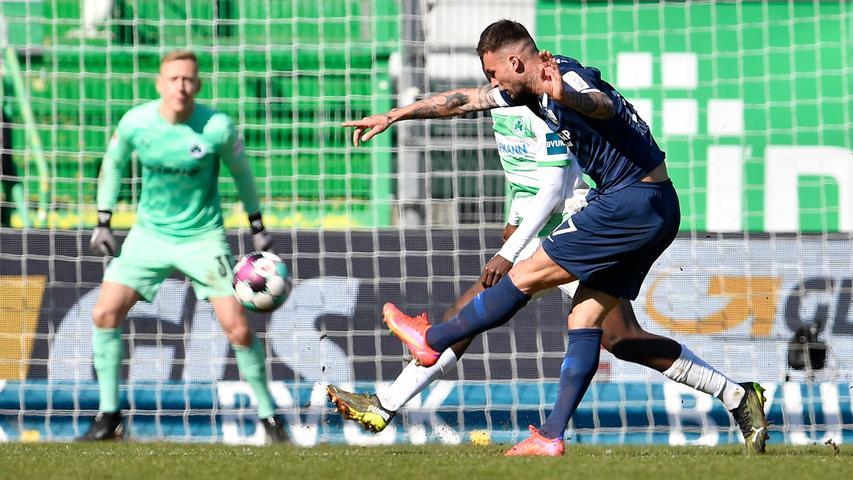 06.03.2021 --- Fussball --- Saison 2019 2020 --- 2. Fussball - Bundesliga --- 24. Spieltag: SpVgg Greuther Fürth ( Kleeblatt ) - VfL Bochum --- Foto: Sport-/Pressefoto Wolfgang Zink / WoZi --- DFL REGULATIONS PROHIBIT ANY USE OF PHOTOGRAPHS AS IMAGE SEQUENCES AND/OR QUASI-VIDEO --- Danny Blum (17, VfL Bochum )