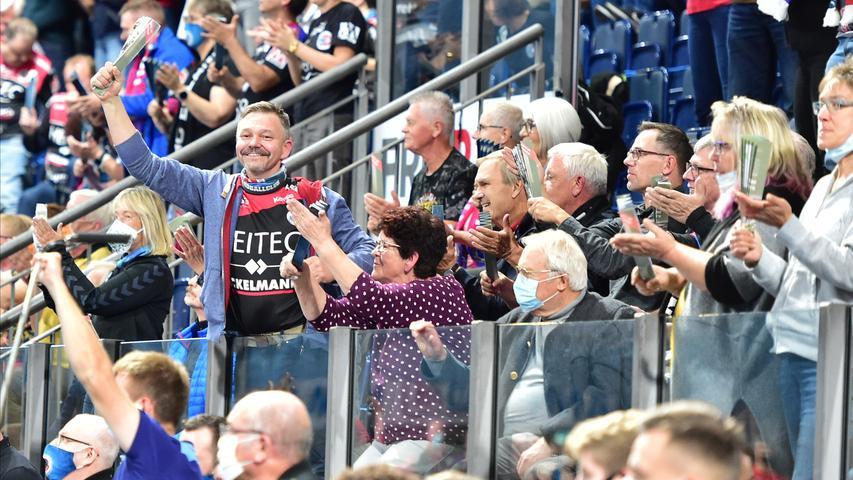 Ein einziges Heimspiel durfte der HC Erlangen in dieser Saison zumindest noch mit einem Teil seiner Fans austragen, danach verschwanden die mühevoll ausgearbeiteten Hygienekonzepte wieder in der Schublade und...