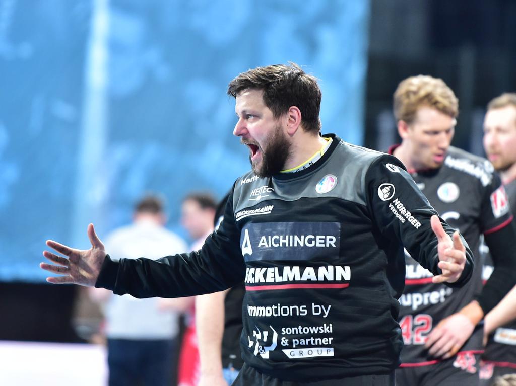 28.02.2021 --- Handball --- 1. Bundesliga LIQUI MOLY HBL --- Saison 2020 2021 ---  16. Spieltag: HC Erlangen Metropolregion Nürnberg HCE - HSG Nordhorn Lingen --- Foto: Sport-/Pressefoto Wolfgang Zink / OGo ---   Martin Ziemer (1, HC Erlangen HCE ) Jubel Freude