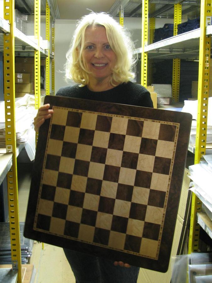 So sieht ein fertiges Schachbrett aus: optisch ansprechend, aus hochwertigen Hölzenr. Bei den Ulbrichs legt man eben Wert auf Qualität und Exklusivität.