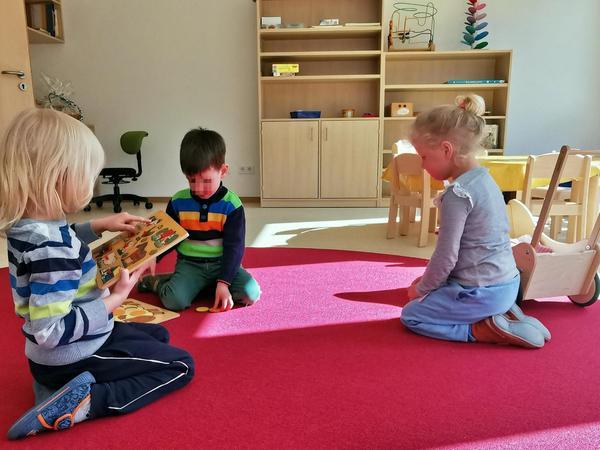 """Auch die Möbel für die neue Krippe sind gerade eingetroffen, und die kleinen """"Bewohner"""" des Kinderhauses haben nun viel Platz zum Spielen und Toben."""