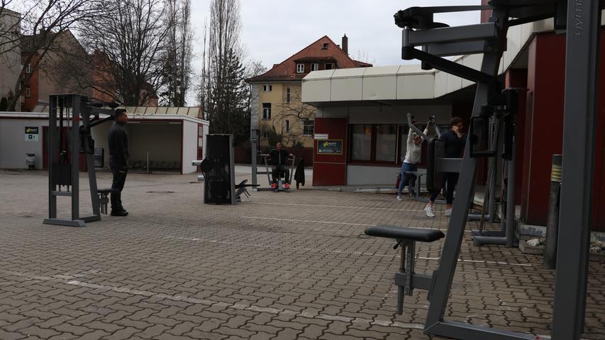 Auf dem Parkplatz: Erstes Outdoor-Fitnessstudio Nürnbergs hat geöffnet