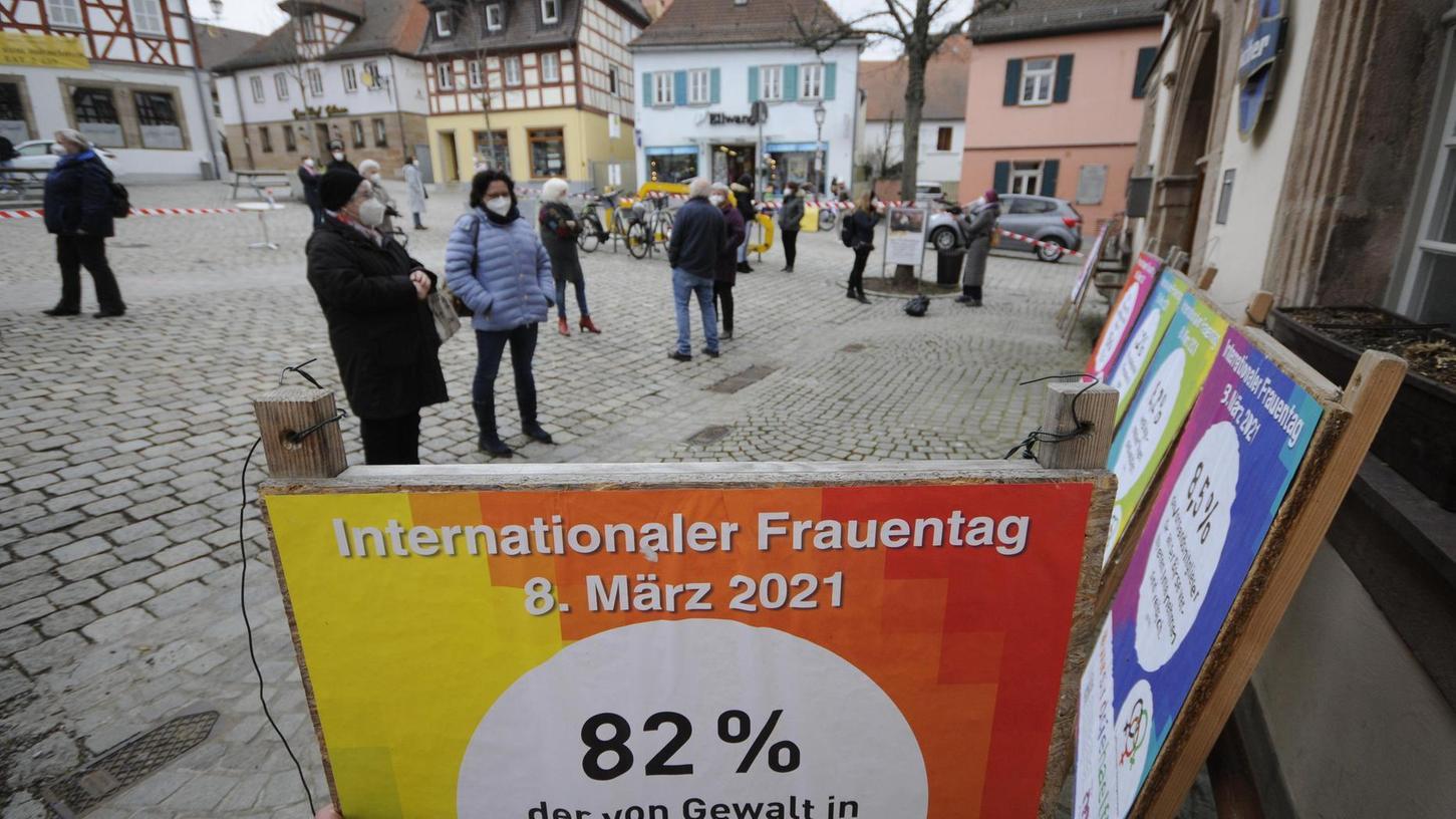 Bunt, plakativ und nachdenklich stimmend: Prozentzahlen zur Situation von Frauen in Deutschland.