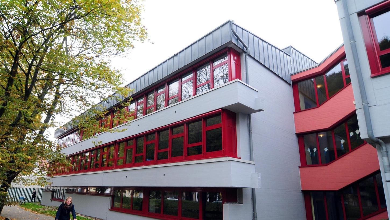 Die Teilsanierung der Grund- und Mittelschule wird insgesamt fast drei Millionen Euro kosten.