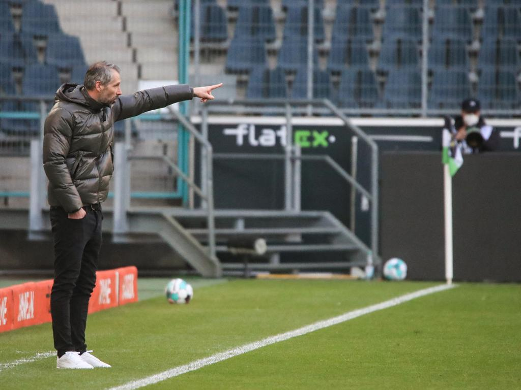Moenchengladbach's  German head coach Marco Rose gestures during the German first division Bundesliga football match between Borussia Moenchengladbach and Bayer 04 Leverkusen in Moenchengladbach, western Germany, on March 6, 2021. (Photo by Wolfgang RATTAY / POOL / AFP) / DFL REGULATIONS PROHIBIT ANY USE OF PHOTOGRAPHS AS IMAGE SEQUENCES AND/OR QUASI-VIDEO