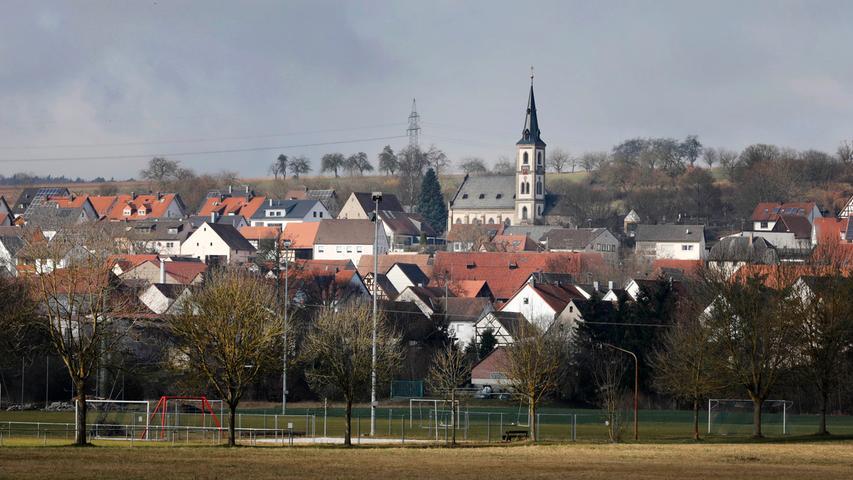 Hallerndorf , am 27.02.2021..Ressort: Lokales Foto: Stefan Hippel ..Ortskern, Ortskernserie, Kirche St. Sebastian