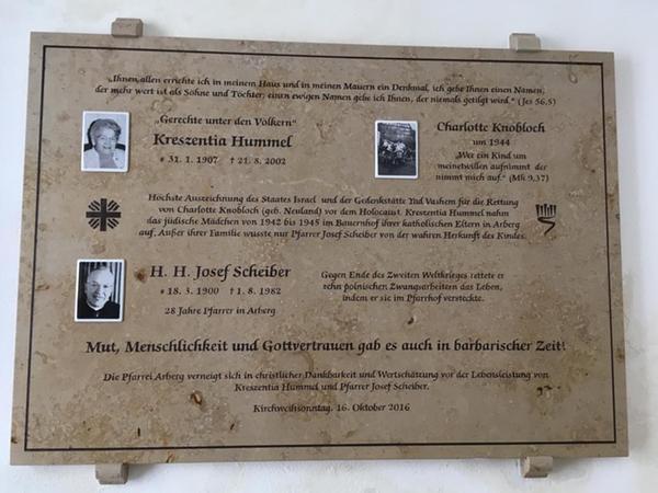 2016 wurde Kreszentia Hummel und Pfarrer Josef Scheiber zu Ehren eine Tafel in Arberg enthüllt. Hummel wurde zudem als