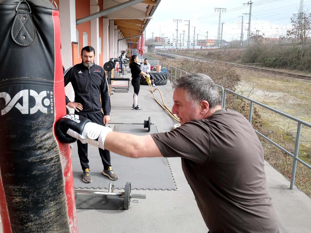 Nürnberg , am 10.03.2021 Ressort: Lokales  Foto: Roland Fengler Kohlenhof,  Foto vom Fitness-Outdoor-Bereich des Alex Sportcentrum am Kohlenhof,