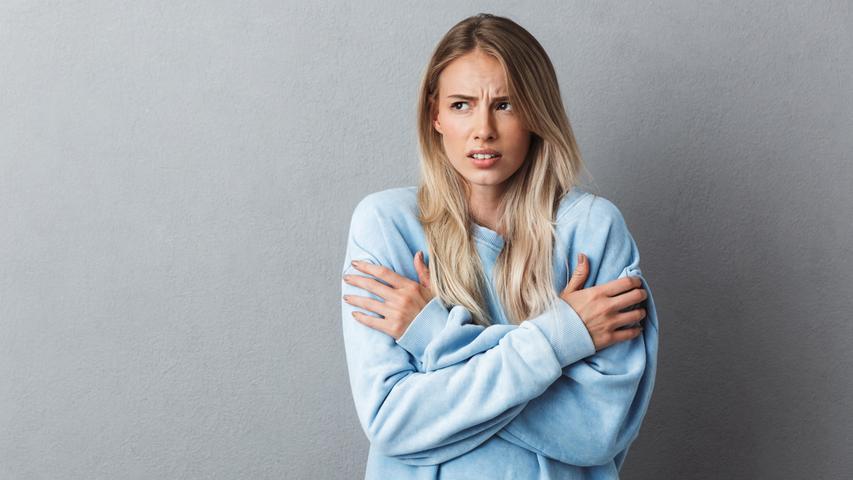 Sie sind erst am Erfrieren und plötzlich schwitzen Sie wie im höchsten Sommer?Bei all den hormonellen Veränderungen nach der Empfängnis und in der frühen Schwangerschaft verändern sich auch die Sinnesorgane und Ihr inneres Thermostat.