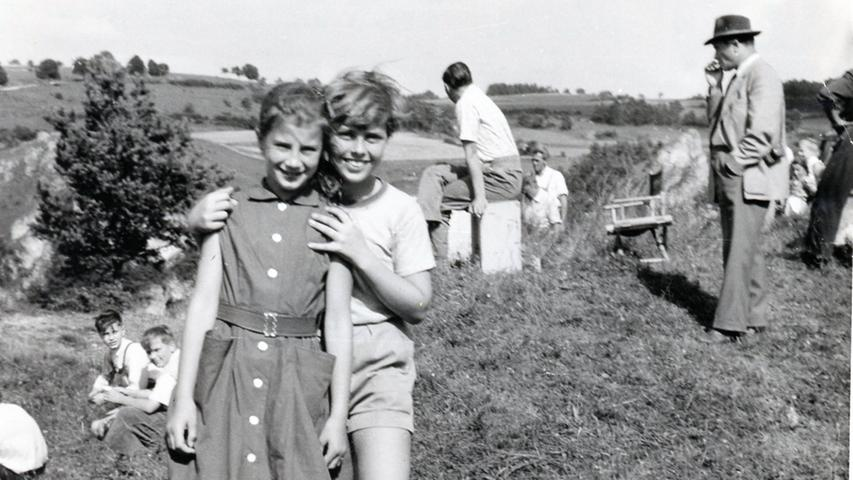 Die Hauptrolle hatteder Tenor Rudolf Schock. Seine Tochter (links)...