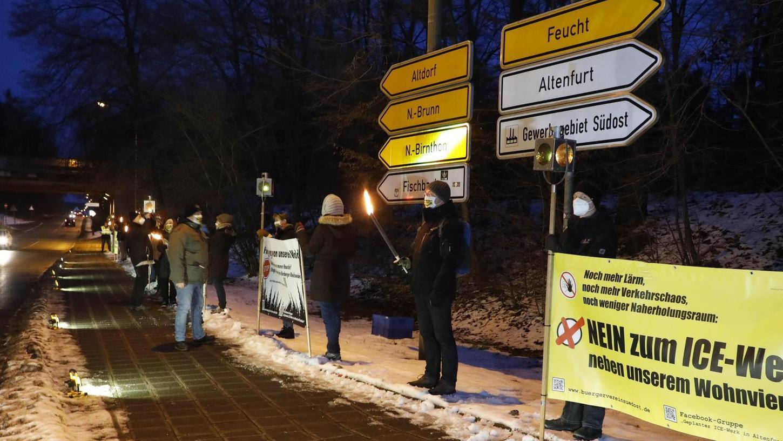Ende Januar machten Anwohner aus Altenfurt und Fischbach mit einer Protestaktion deutlich, dass sie das ICE-Werk nicht vor ihrer Haustüre im Nürnberger Südosten haben möchten. In Burgfarrnbach wird es, glaubt man den politisch Verantwortlichen, gar nicht erst ernsthaft zum Thema.