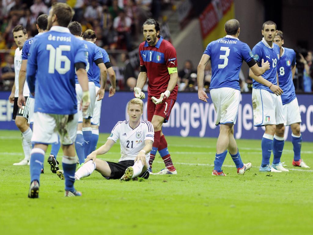 Mario Balotelli vom Team Italien fotografiert am 28.06.2012 in Warschau Fußball EM 2012 Deutschland gegen Italien 1:2  Mario Balotelli of team Italy photographed at 28 06 2012 in Warsaw Football euro 2012 Germany against Italy 1 2