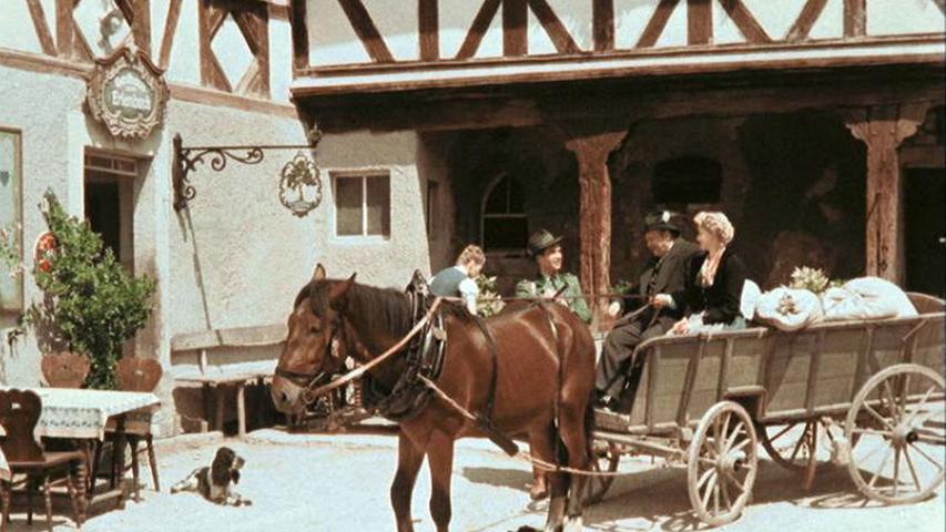 Gedreht wurde in Tüchersfeld und in Gößweinstein gedreht - die beiden Hauptdarsteller bewundern im Film das Portal der Basilika in Gößweinstein.