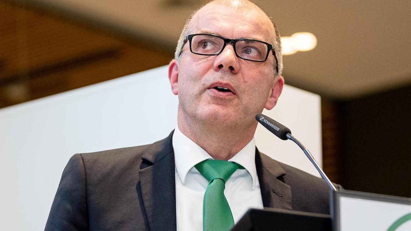 """""""Bei uns muss allen immer klar sein: Das Zugpferd ist die Kommanditgesellschaft. Wenn es der ganz gut geht, geht es auch dem Verein gut"""", sagt Dirk Weißert."""