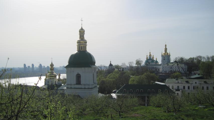 Das berühmte Lawra-Kloster, auch als Höhlenkloster bekannt,am Ufer des Dnjepr ist ein beliebtes Reiseziel von Touristen, die die ukrainische Hauptstadt Kiew-Schuljany besuchen. Wizz Air hebt sei Mitte Juniwieder von Nürnberg aus in die Ukraine ab.