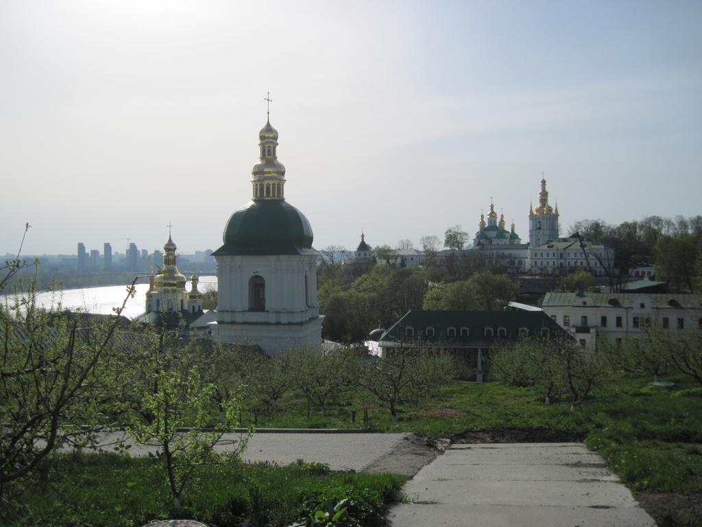 FOTO: Raimund Kirch, gesp.2014..MOTIV: Ukraine - Orthodoxe Mönche im Lawra-Kloster in Kiew - Das berühmte Lawra-Kloster am Ufer des Dnjepr ist fest in der Hand des Moskauer Patriarchats.