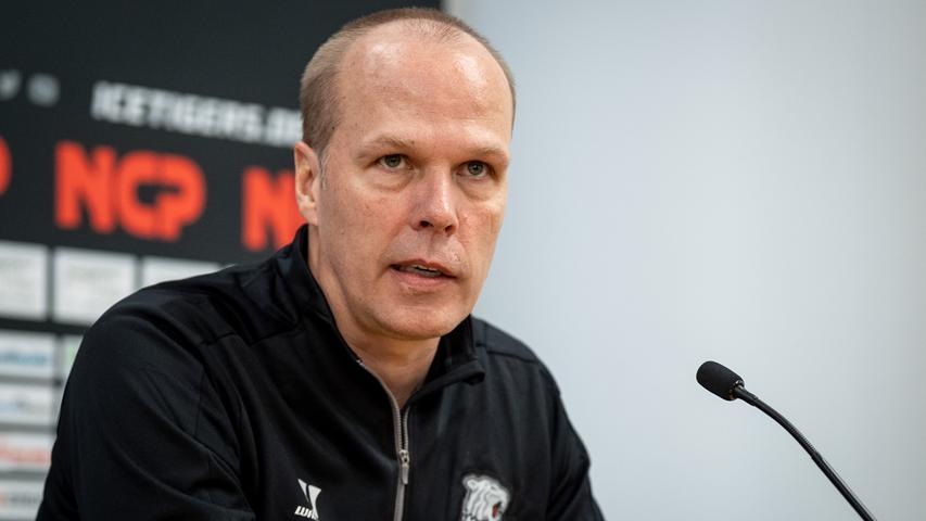 Lobende Worte: Nürnbergs Sportdirektor Stefan Ustorf erwartet sich viel Energie von Marko Friedrich.