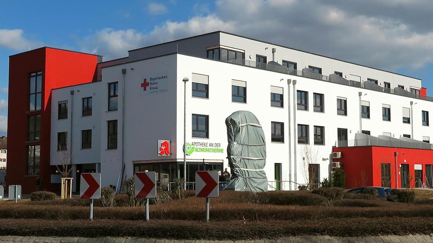 Vor zwei Jahren hat das Rote Kreuz sein Seniorenzentrum an der Treuchtlinger Altmühltherme eröffnet. Nun sollen neben den rund 60 Heimbewohnern und 30 Tagespflegeplätzen für Senioren auch bis zu 16 Kinder tagsüber in der Einrichtung betreut werden.