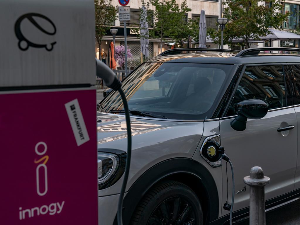 Das Futter für den Elektromotor liefert eine Lithium-Ionen-Batterie der Kapazität 10 kWh.