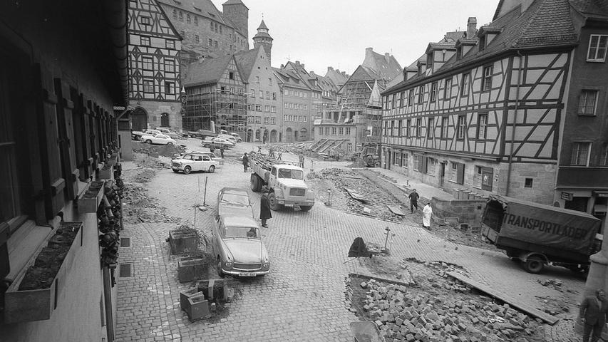 In wenigen Wochen beginnt bereits der große Reigen der Ausstellungen und Veranstaltungen zum Dürer-Jahr 1971, zu dem die Stadt Nürnberg gerne die ganze Welt zu Gast haben möchte. Hier geht es zum Kalenderblatt vom20. März 1971: Steinhaufen und Gerüste für Fremde.