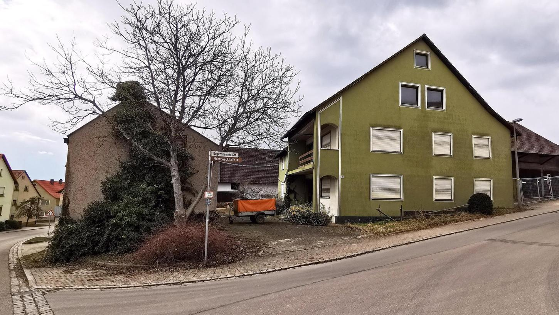 Das alte Krauß-Wohnhaus in der Degersheimer Straße 3 ist noch leidlich in Schuss, die Hallen und Scheunen dahinter sind aber abbruchreif.
