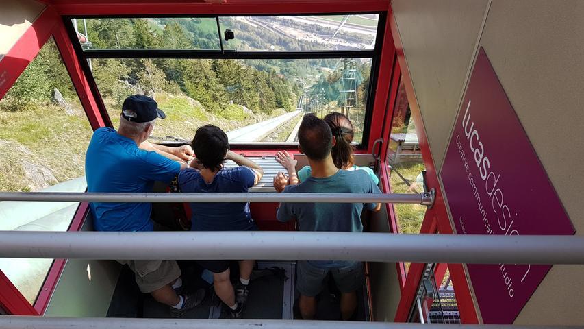 Wer zur Alpe Piora wandern möchte, kann sich mit derRitom-Standseilbahn schweißtreibende 800 Höhenmeter ersparen.