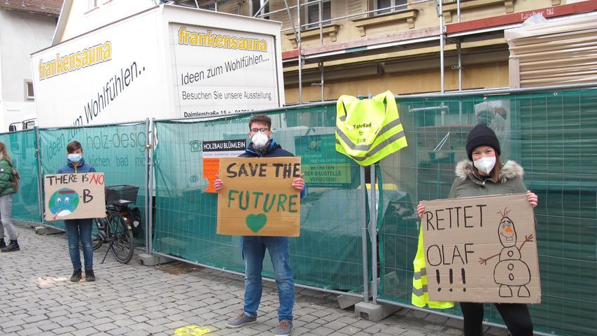 Motiv: Fridays for Future Forchheim, FFF, globaler Klimastreik, Klimawandel, Streik, Demonstration, Klimaziele, Demo, Aktion Paradeplatz und Menschenkette Fußgängerzone. 19.03.2021. Foto: Lea-Verena Meingast