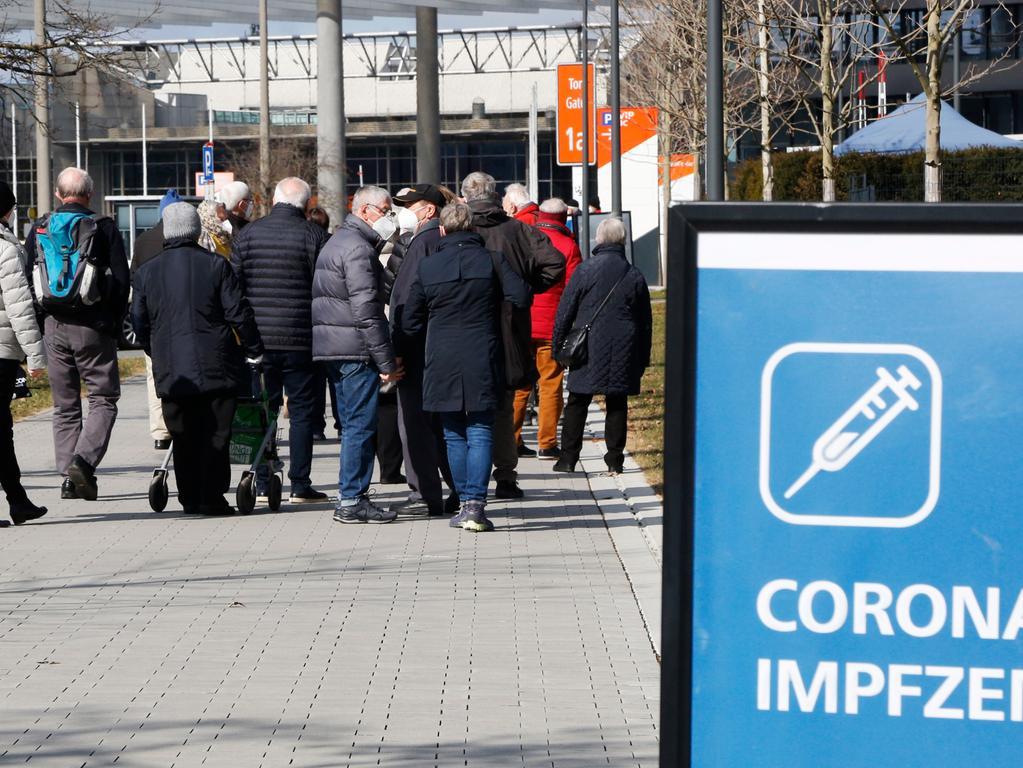 Nürnberg , am 20.03.2021..Ressort: Lokales Foto: Michael Matejka..Messe, Impfzentrum..Besuch im Impfzentrum..Serie:1 Bild von 22