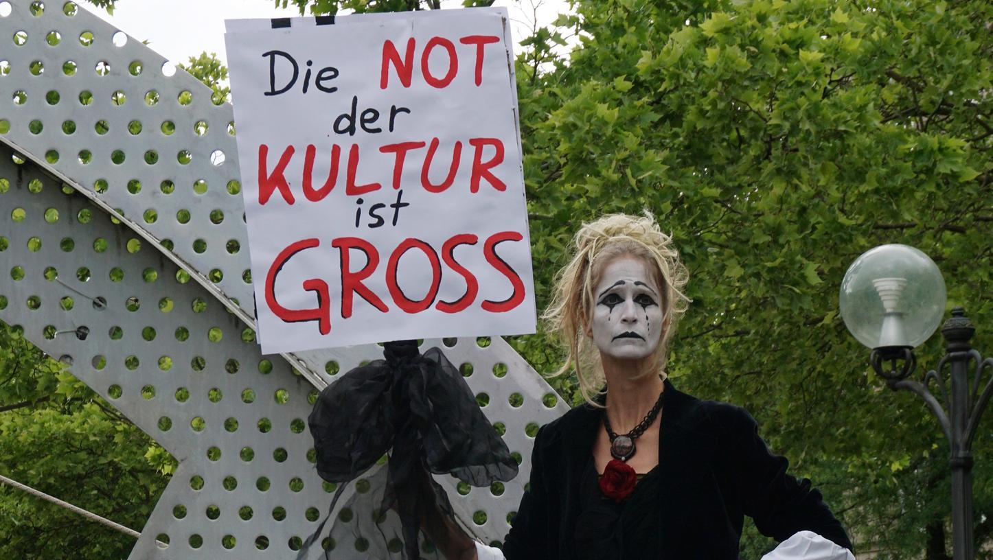 """""""Die Not der Kultur ist gross"""": Das Bild ist bei einer Performance im Juni 2020 in Fürth entstanden."""