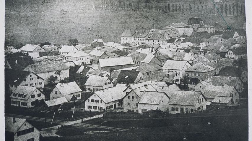 Treuchtlingen um dasJahr 1885: Die Dächer sind fast ausschließlich mit Jurakalkplatten gedeckt.
