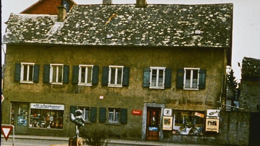 Ein Jurahaus in den 1960er oder 1970er Jahren in der Treuchtlinger Stadtmitte.