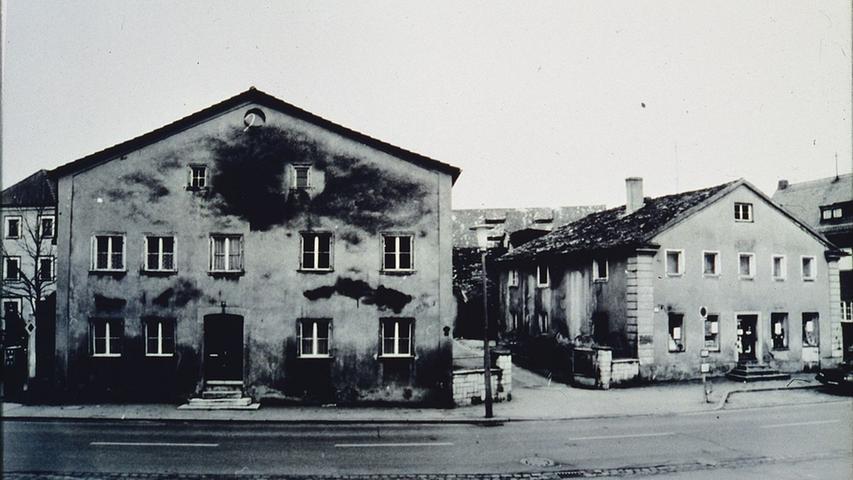 Die einstigen Jurahäuser in der Treuchtlinger Hauptstraße gegenüber der Einmündung der Fischergasse.