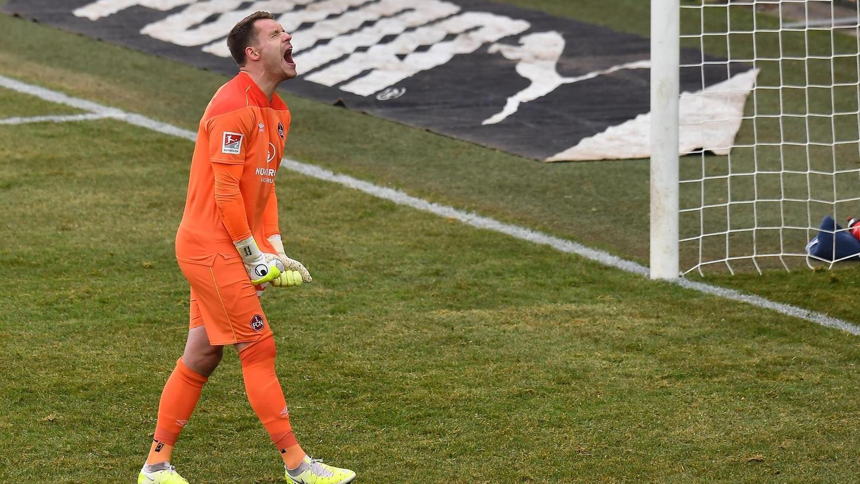 Goodbye Derbysieg: Für Torwart Christian Mathenia war das 2:2 in Fürth