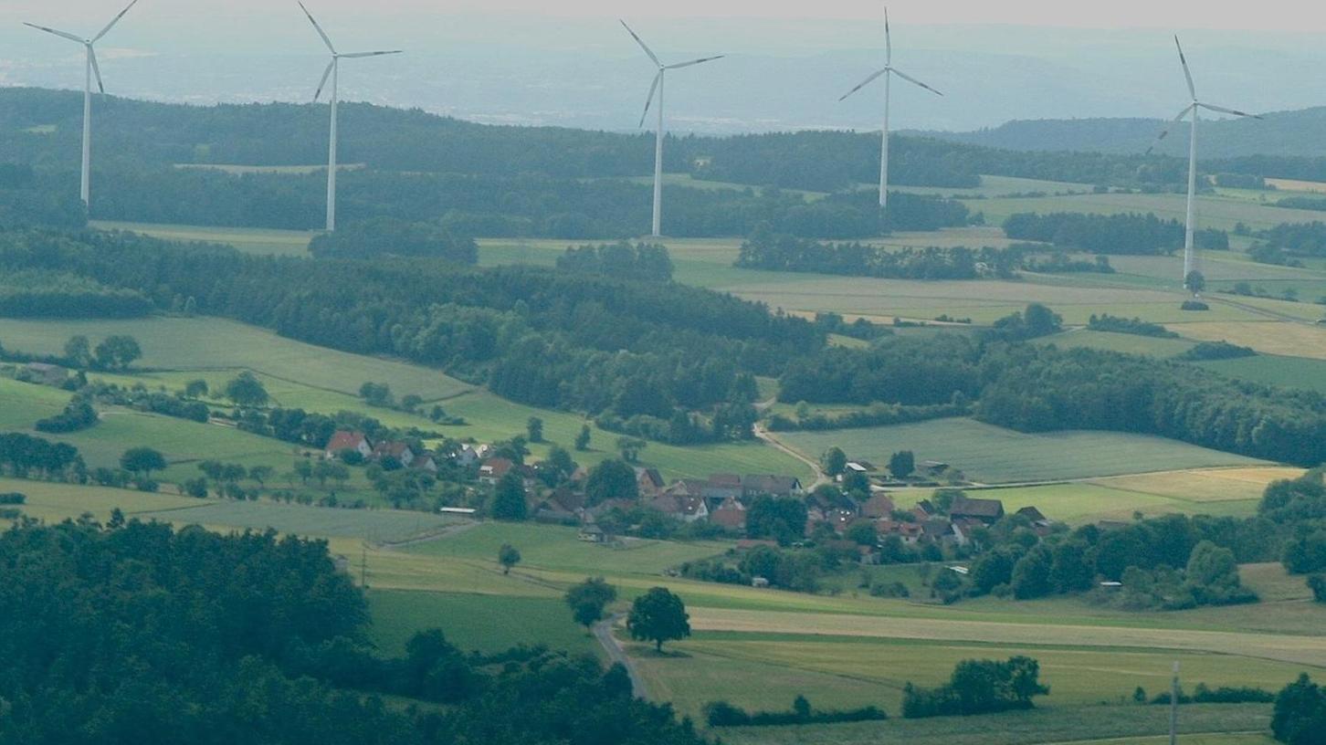"""1997 ist der Windpark Oberngrub gebaut worden, der inzwischen einem Skandinavier gehören soll. 2011 riet der ehemalige Bürgermeister von Heiligenstadt den Eggolsheimern: """"Baut einen Bürgerwindpark, damit es euch nicht so geht wie uns in Oberngrub."""""""