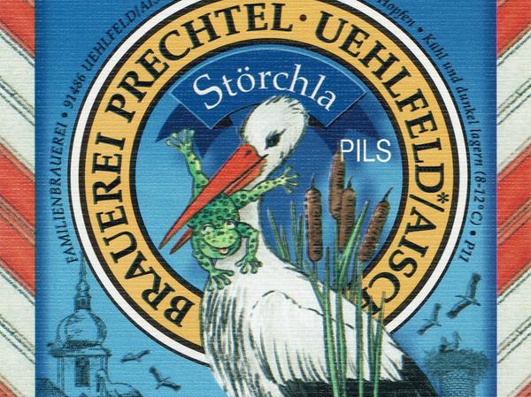 Brauer Walter Prechtel bietet imSommer ein ganz besonderes Saisonbier an: das Störchla. Dafür hat er eigens das Brauerei-Logo geändert. Statt einem Schwan ist auf dem Etikett ein Storch mit einem Frosch im Schnabel zu sehen.