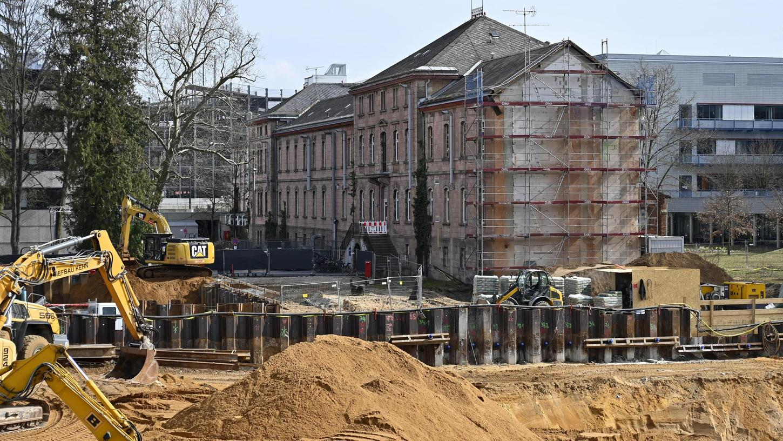 """Der Mittelteil des HuPfla-Gebäudes an der Schwabachanlage wird Teil des """"Erinnerungs- und Zukunftsortes Heil- und Pflegeanstalt Erlangen"""" sein."""