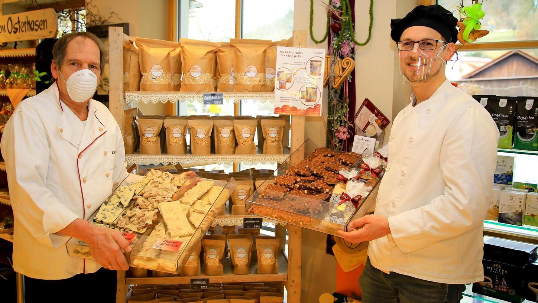 Kreativer Vater, kreativer Sohn: Erwin und Matthias Wirth (rechts) von der gleichnamigen Bäckerei arbeiten derzeit an veganen Alternativen für ihr Sortiment.